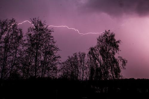 Sata salamaa, IKs Kuukausi kilpailu