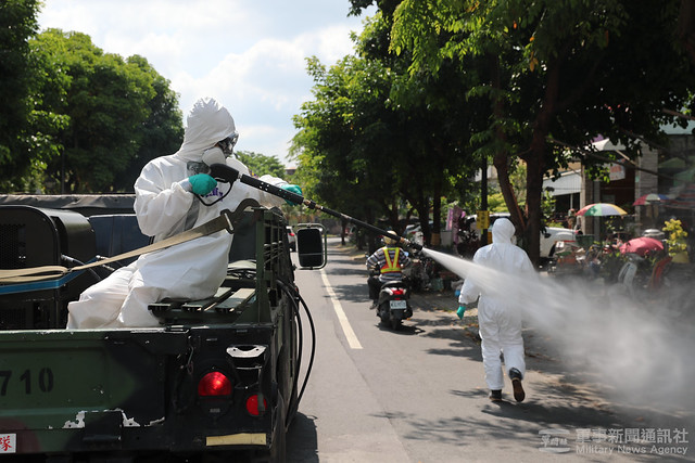 39化學兵群執行南部地區消毒