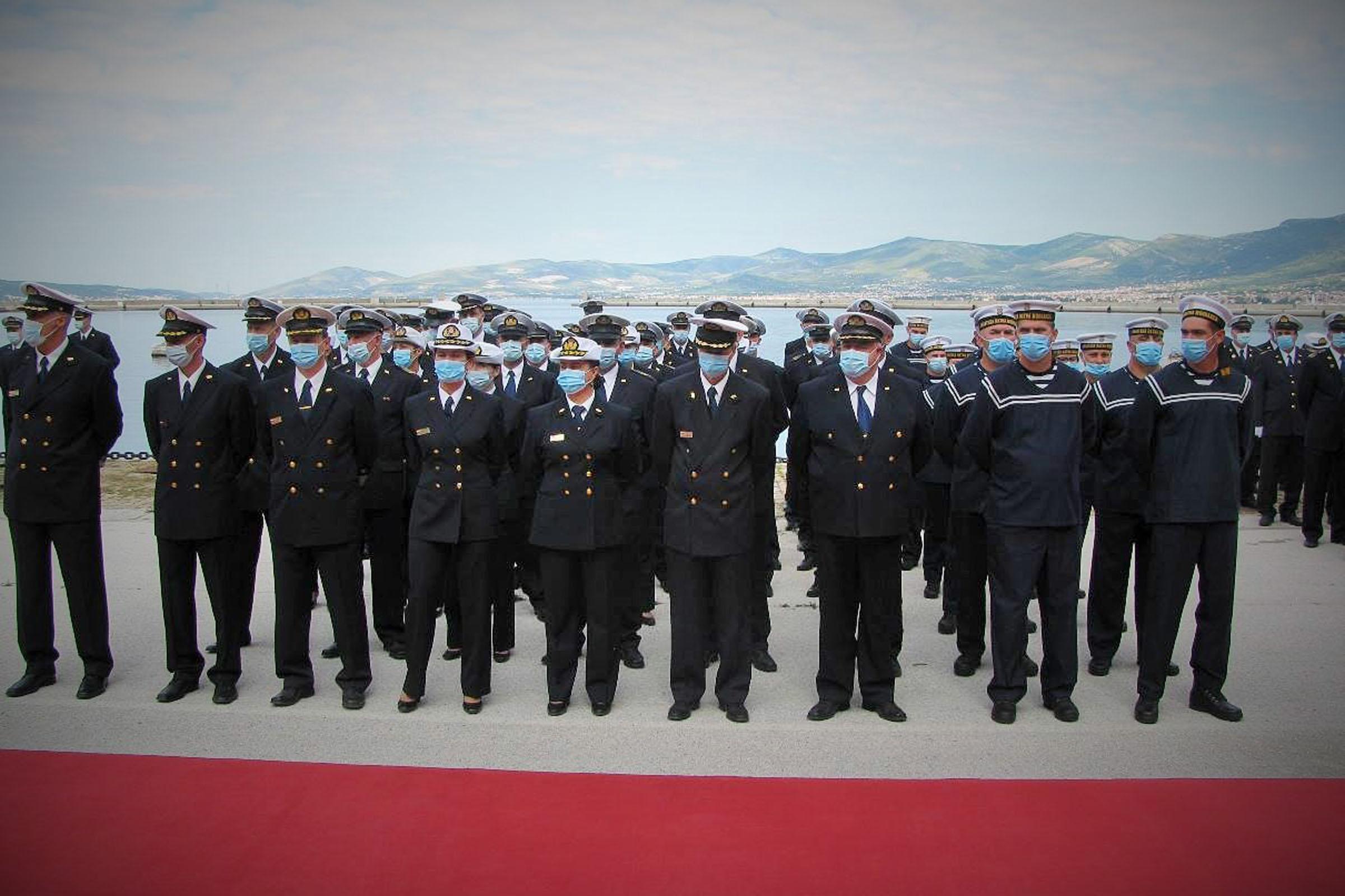 Svečano postrojavanje pripadnika HRM-a u Splitu, Puli i Pločama