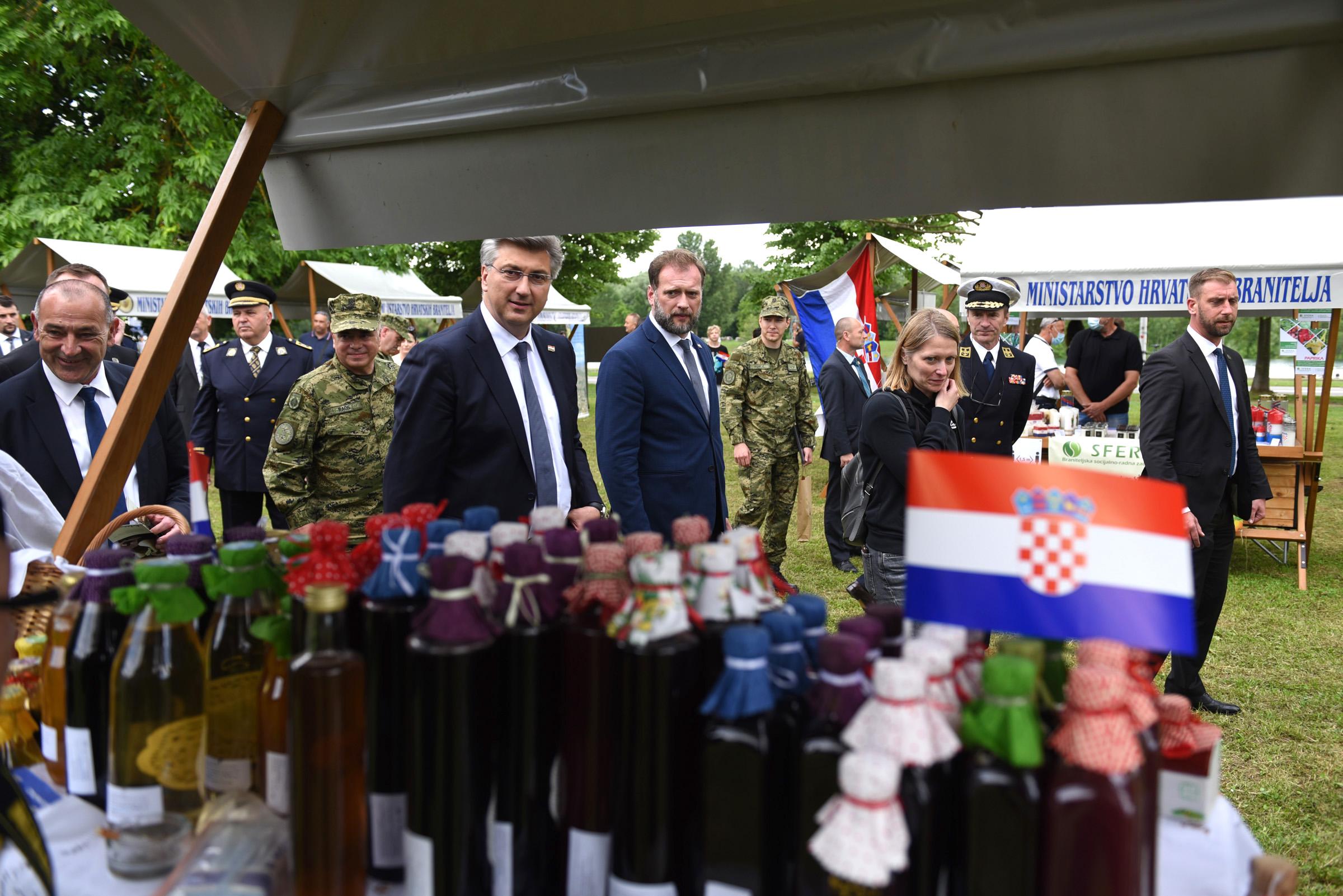 Banožić i Hranj s Plenkovićem obišli taktičko-tehnički zbor na Jarunu
