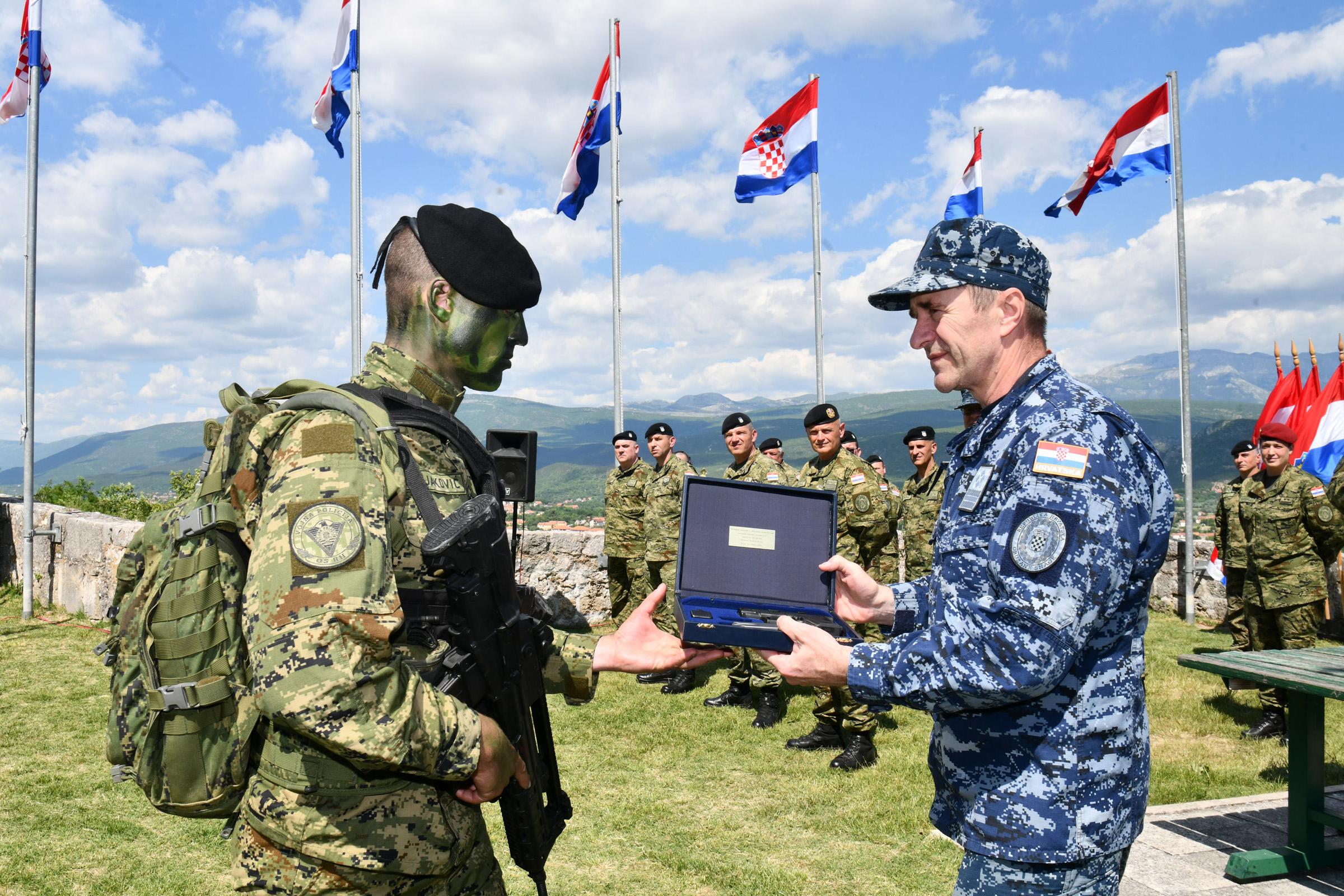 Svečana dodjela diploma 2. naraštaju vođa HV-a u Kninu