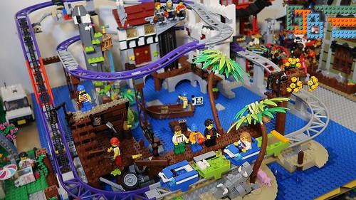 LEGO Pirates of Barracuda Bay Rollercoaster - Build part 2