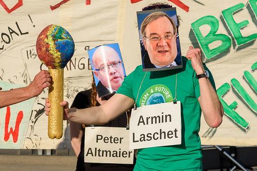 Verleihung des Klimavollpfostens an Armin Laschet