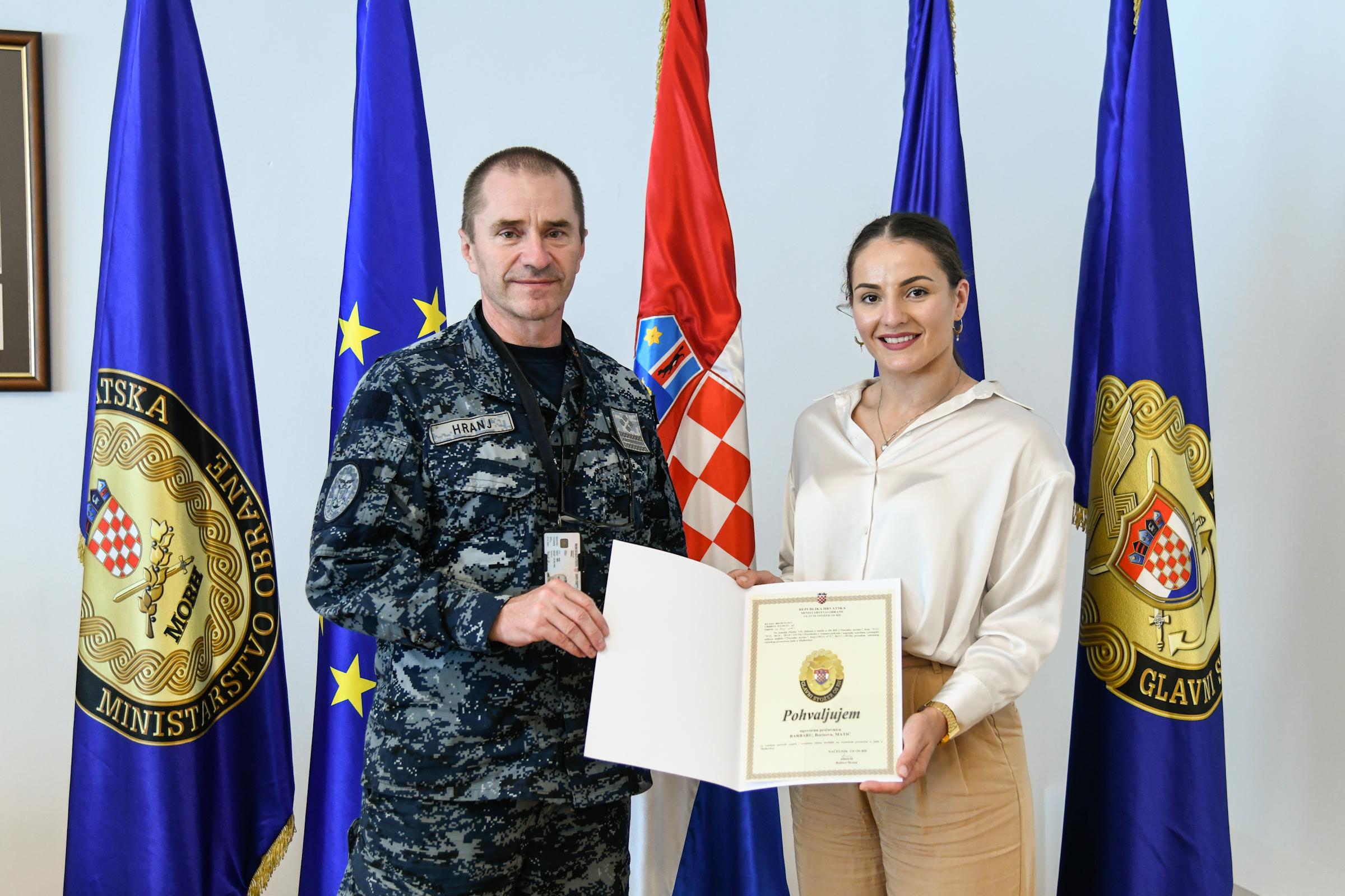 Ministar Banožić uručio kristalnu plaketu MORH-a Barbari Matić