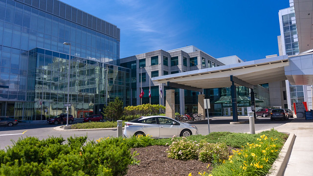 Photo:Modern lines. Buildings around the hospitals area pertaining to Riverside Park neighborhood. The Ottawa Hospital General Campus (TOH GEN) - Cancer Centre Entrance By lezumbalaberenjena