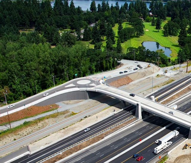 Photo:Roundabout at Union and Thorne Lane By WSDOT