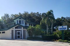 Front view Largo Dental and Implant Center office building and signage