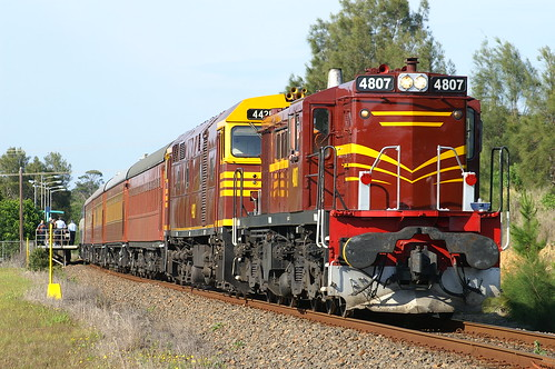 2005-10-30_0721a 4807 and 44211 on NL93 at Sawtell