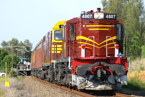 2005-10-30_0722a 4807 and 44211 on NL93 at Sawtell