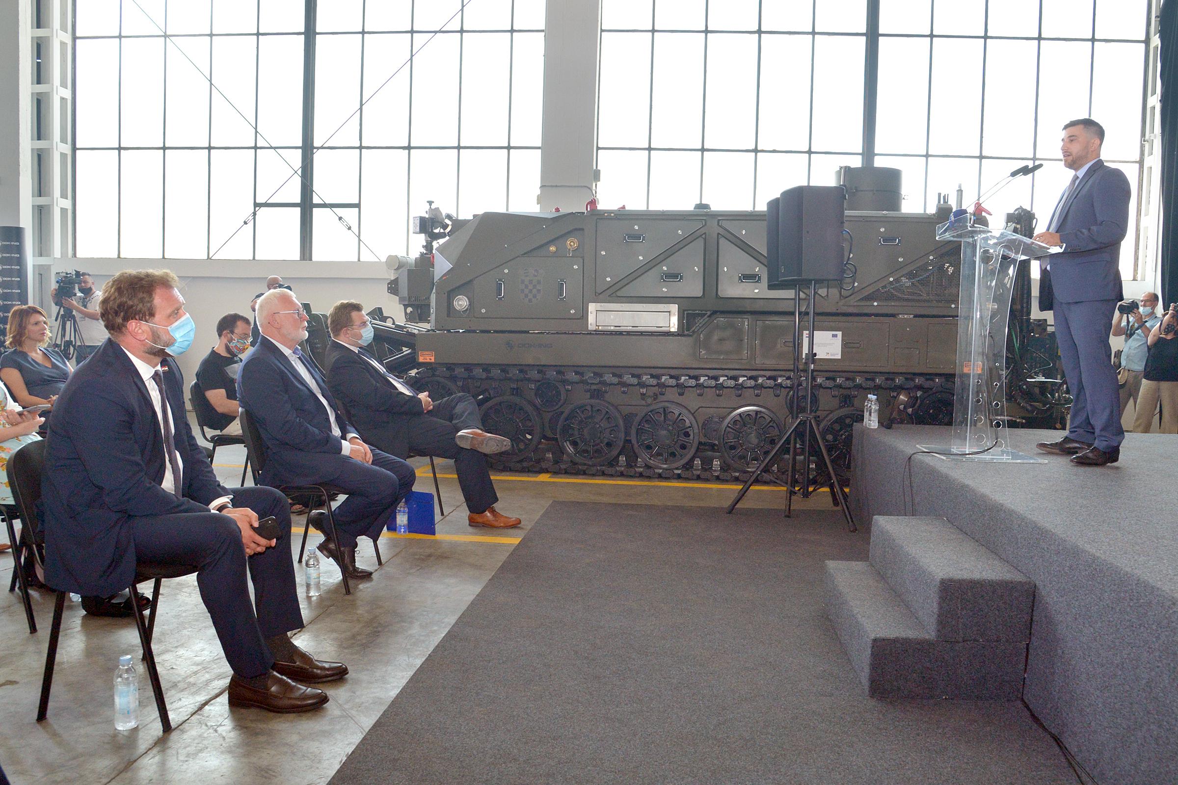 Ministar Banožić na predstavljanju inovativnog robotskog sustava tvrtke DOK-ING
