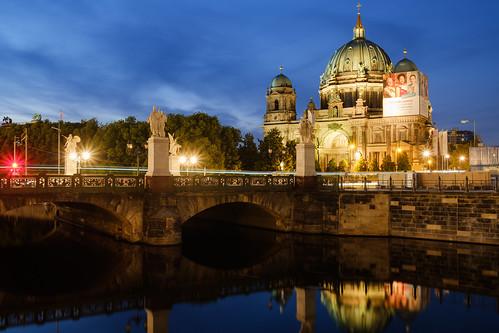 Berliner Dom hinter der Schlossbrücke