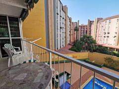 Apartamento situado en segunda línea de playa y pleno centro, muy soleado en urbanización provista de piscina. Solicite más información a su inmobiliaria de confianza en Benidorm  www.inmobiliariabenidorm.com