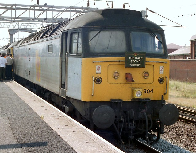 Photo:47304 with 47287 dead in tow at Nuneaton 270796 The Hale Stone By kitmasterbloke