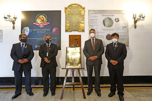 El Presidente Francisco Sagasti , junto con el titular del Ministerio de Salud participa en la ceremonia por el 125º aniversario del Instituto Nacional de Salud .