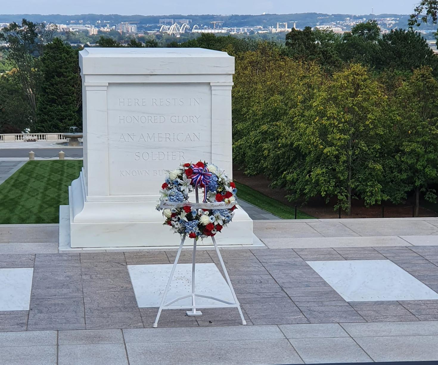 Ministar Banožić i admiral Hranj na nacionalnom groblju Arlington