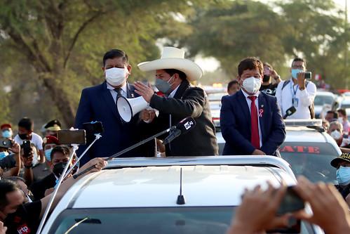 El presidente de la República, Pedro Castillo, viaja desde el Grupo Aéreo Número 8 a la ciudad de Sullana, región Piura, para analizar los daños producidos por el sismo de 6,1 grados.