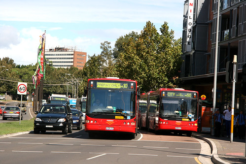 I D No 34984 (1102) 2012-02-21 STA Volvo B12BLEA articulateds 2150 and 2098 red metrobuses and others in Anzac Parade at Addison Street, Kensington, Sydney, N.S.W. Australia.