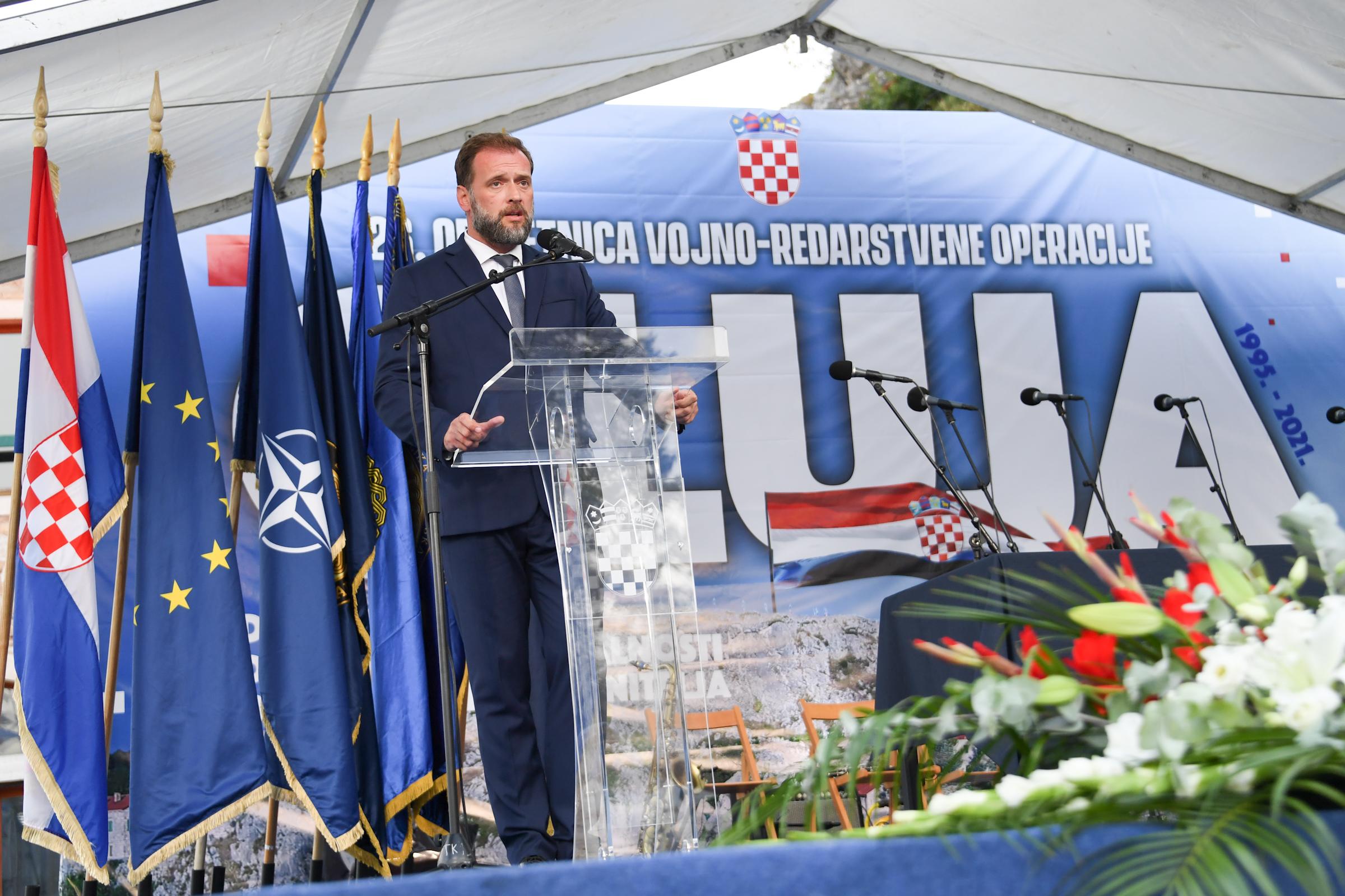 Uoči 'Oluje' Banožić i Hranj uručili poticajne mjere hrvatskim vojnicima