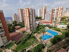 Fabulosas vistas al mar, muy soleado, totalmente exterior.  Solicite más información a su inmobiliaria de confianza en Benidorm  www.inmobiliariabenidorm.com