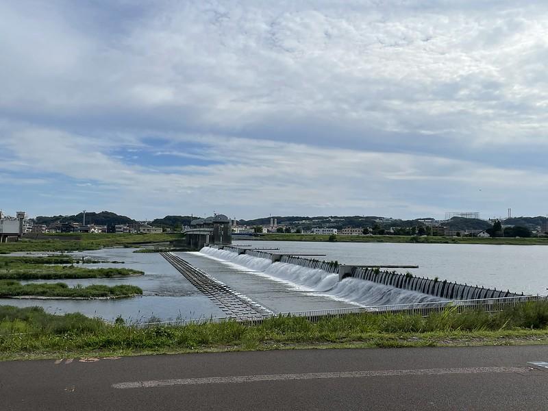 多摩川沿いの堰