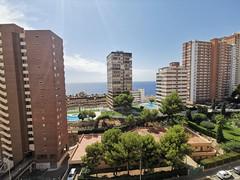 Fabuloso apartamento situado en pleno centro y segunda línea de playa de poniente, con maravillosas vistas al mar.  Solicite más información a su inmobiliaria de confianza en Benidorm  www.inmobiliariabenidorm.com