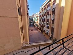 Situado en segunda línea de playa y cerca de todos los servicios. Solicite más información a su inmobiliaria de confianza en Benidorm  www.inmobiliariabenidorm.com