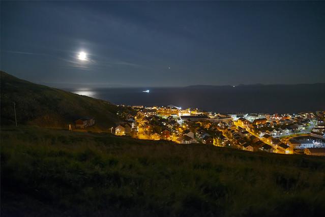 Fullmoon in Honningsvåg