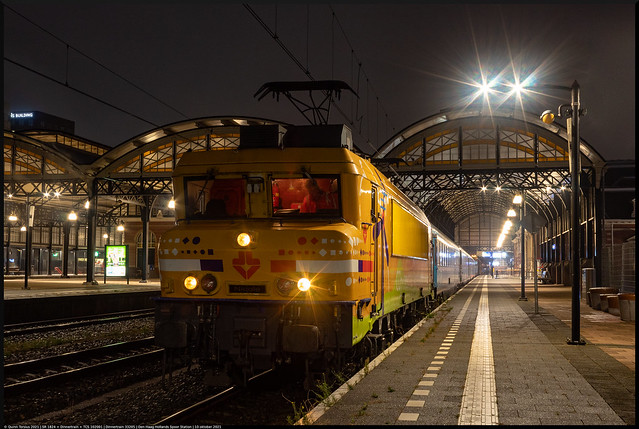 Photo:SR 1824 + Dinnertrain + TCS 102001 // Dinnertrain 33205 // Den Haag HS, Station // 10 oktober 2021 By Quinn Torsius