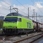 Re 465 010-7 der BLS durchfährt am 21.09.2021 den Bahnhof Pratteln.