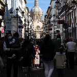Niña en calle Alfonso vertical