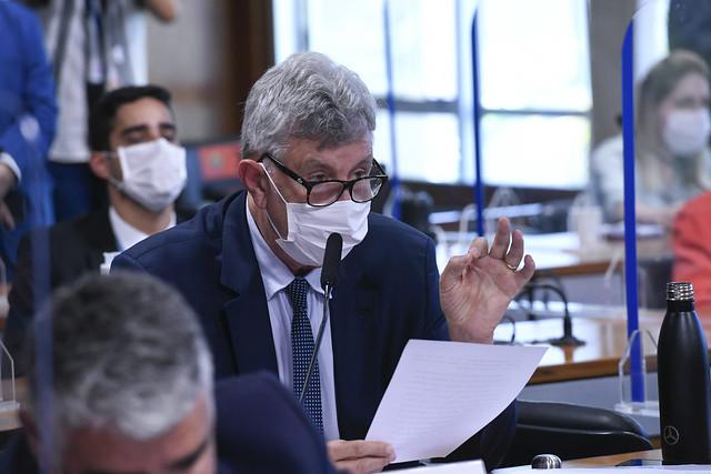 Comissão Parlamentar de Inquérito da Pandemia (CPIPANDEMIA) realiza reunião semipresencial para discussão e deliberação do Relatório Final. A reunião também é reservada para a leitura dos votos em separado apresentados à comissão. <br><br>Durante leitura do voto, o senador Luis Carlos Heinze (PP-RS) destaca que o Ministério da Ciência, Tecnologia e Inovações (MCTI) e o Banco Nacional de Desenvolvimento Econômico e Social (BNDES) liberaram R$ 30 milhões para a produção de quatro vacinas brasileiras. Para o senador, é uma mudança de paradigma o Brasil passar de importador para produtor e exportador de tecnologia de vacinas. <br><br>Foto: Edilson Rodrigues/Agência Senado