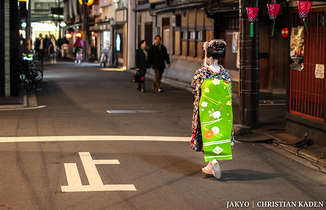 Photo:Maiko walking through Gion (Kyoto) at night By Christian Kaden